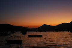 Fim de tarde na vila dos pescadores na Ilha da Madeira em Itagua-RJ (ABordignon) Tags: sol do barcos fim madeira ilha tarde pr