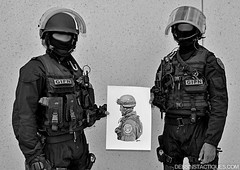 DessinsTactiques - Binme GIPN avec Illustration / Dessin GIPN (DessinsTactiques.com) Tags: backup art illustration print poster artwork gun cops dessin grenades micro pistol crayon swat nra feuille commandos 9mm artiste chasuble munitions dessiner graphisme cagoule pistolet arme menottes counterterrorism cartouches policiers 9x19 combinaison graphitepencils chargeurs policenationale crayonn giletpareballes specialunit antiterrorisme formata3 casquelourd glock26 gipn androart heavyhelmet fipn gipnpolice davidandro dessinpolice tacticalartwork dessinmilitaire crayonsgris gantstactiques visirebalistique frenchsek dessinstactiquescom dessinstactiques dessinoriginal raidgipnbribac groupesdintervention dessinforcesspciales crayonsgraphite wwwdessinstactiquescom dessinerunmilitaire dessinerunpolicier holstersafariland groupedassaut gipnpatch lampepetzl pochestactiques frenchcommandos specialforcesmembers radiogipn