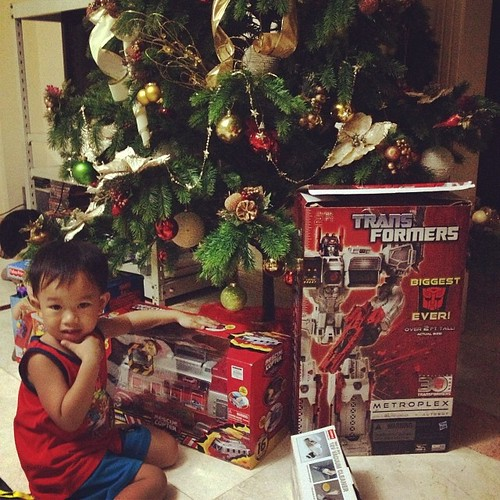 Ashton's toy haul.... And my toy haul!! Omfg!!! That metroplex is for me pala hhaaha thank you mama!! #christmasgift