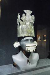 Museo Larco Lima coronas Chim 5464 (Rafael Gomez - http://micamara.es) Tags: peru de y lima galeria per museo oro larco coronas joyas chim