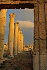 Durchblick - Look through (Kat-i) Tags: city ancient jordan stadt kati jerash jordanien sulen antike columnar gerasa nikon1v1