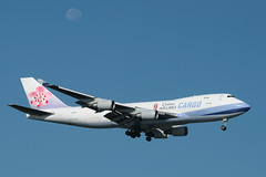 CHINA AIRLINES CARGO, BOEING 747 (747-400), B-18712, at JFK, New York, USA. August, 2010 (Tom Turner - SeaTeamImages / AirTeamImages) Tags: airport cargo jfk boeing approach chinaairlines kennedy boeing747 jumbojet airliner jumbo 747400 tomturner chinaairlinescargo b18712