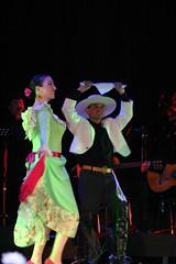El Conjunto Maucó interpretando Música y Danzas de Chile. Gala Artística Cincuentenario de la Refinería de Concón, V Región.