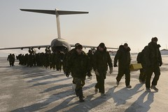 Resolute Bay - Operation NUNALIVUT 2014 (Joint Task Force (North)) Tags: ca canada male vertical horizontal army outdoors day wideshot jour arctic indoors polar airforce nunavut extrieur homme intrieur arctique polaire resolutebay armedeterre forcearienne opnunalivut jointtaskforcenorth opnu plandensemble loprationnunalivut