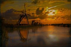 Typical Dutch: Kinderdijk (H. Bos) Tags: history mill zonsondergang sundown outdoor tourists watermill kinderdijk molen hollands historie watermolen typisch typicaldutch toeristen