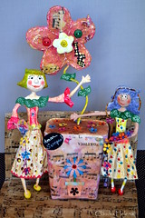 Amar sempre! (* Cludia Helena * brincadeira de papel *) Tags: brazil love brasil doll peace amor paz poesia boneca amar papermache papelmache papiermach manoeldebarros cludiahelena