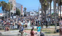 Busier Than Usual in Venice (Non Paratus) Tags: venice people bicycle palms bicycling crowd laist ciclavia