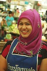 pretty muslim market vendor (the foreign photographer - ฝรั่งถ่) Tags: pretty muslim market vendor scarf head covering apron ying charoen fresh food sepan mai bangkhen bangkok thailand canon kiss