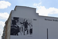 2013-05-17: Bernauer Strasse (psyxjaw) Tags: house holiday berlin germany soldier wire mural side east german hopping