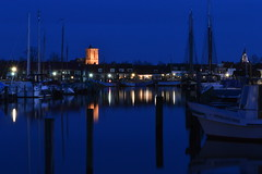 Harbour of Elburg (NL) by night (janbultman) Tags: blue haven church netherlands night harbour nederland nl elburg kerk