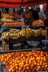 Fruit seller (Ignacio Ferre) Tags: orange mercado morocco maroc marruecos naranja moroccan meknes mekns
