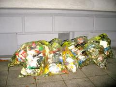 Gelbe Saecke in Bielefeld 23 (Bielefelder Flaneure) Tags: müll bielefeld abfall müllabfuhr gelbesäcke stadtgeschichte bielefelderflaneure