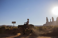 IMG_5096 (Cris_Pliego) Tags: sunset monumentvalley usadesert horse desert warmcolor bluesky