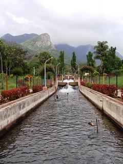 Aliyar dam and garden