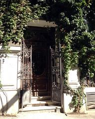 Hauseingang in der Münzwardeingasse, Wien (Martin Ladstaetter) Tags: vienna wien photowalk vienne photowalkwien photowalkvienna pwvie