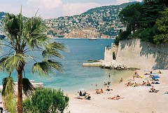 Saint-Jean-Cap-Ferrat, Plage de Passable (Harrison Webster) Tags: summer film beach 35mm nice kodak plage frenchriviera passable saintjeancapferrat ektar100 harrywebster harrisonwebster