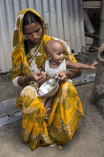 A mother feeds her child a nutritious meal in Rangpur, Bangladesh. Photo by Holly Holmes, 2013.