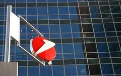 Wien - UNO City (Libor59) Tags: vienna wien red white reflection building glass architecture austria office reflex symbol reflexion architektura unicredit sklo bílá červená odraz rakousko unocity vídeň budova červený bílý