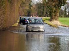 Aston Rowant, Oxfordshire (Oxfordshire Churches) Tags: uk england flooding unitedkingdom panasonic roadclosed landrover oxfordshire floods mft astonrowant b4009 ©johnward micro43 microfourthirds lumixgh3 flooding2014 carsinfloodwater vehiclesinfloodwater