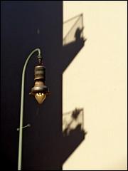 schattenspiel (misone2000) Tags: berlin lampe gas laterne schatten spiel balkone misone2000