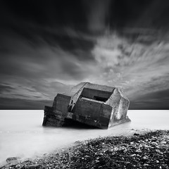 The One  (jubu photographie) Tags: sea bw cloud sun mer abstract cold blackwhite bunker lee 5d normandie nuage dri caen abstrait cherbourg 1635 leefilter 5dmk2 bigstopper leebigstopper leefilterbigstopper