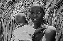 fratelli (mat56.) Tags: portrait white black girl monochrome face forest portraits monocromo eyes samba child brothers dia occhi sguardo ritratti bianco ritratto nero viso ragazza foresta bambino fratelli mat56 denegal