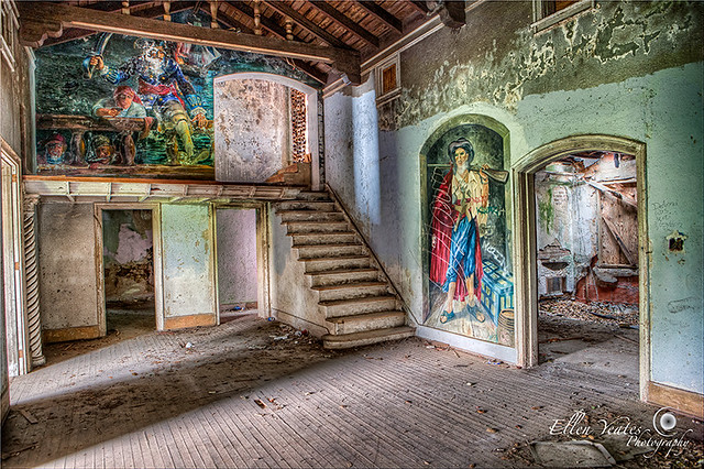 Inside of Abandoned Stewart Mansion