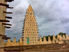 Grande mosque de Dioulassoba (vi). (MTBradley) Tags: roof architecture day cloudy mosque bf sia techo burkinafaso bobodioulasso hautsbassins grandemosquededioulassoba