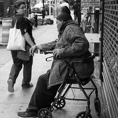 Looking back. (Natalie_2105) Tags: world street camera city nyc portrait bw white newyork black eye souls 35mm square lens photography 50mm flickr moments fotografie faces candid scene best explore stadt format natalie sq webb brooklynusa strassenfotografie flickrriver schleutermann scrout