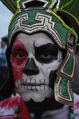 Mirando a la muerte (Ivan Lozano Acua) Tags: portrait mxico death cu retrato muerte disfraz mirada tradiciones azteca dademuertos catrn unamciudaduniversitaria