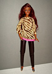 Adele wearing a Barbie tunic (Deejay Bafaroy) Tags: toys doll barbie style blouse makeda adele fr renaissance mattel bluse integrity tunic fashionroyalty tunika