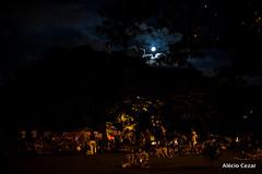 Praa Pr do Sol (Alcio Cezar) Tags: cidade sol brasil do gente sopaulo chuva lua praa silueta guardachuva pr meditacao