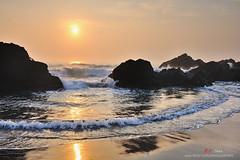 逐浪 (愚夫.chan) Tags: sunrise taiwan 台灣 日出 外澳 宜蘭縣 yilancounty 頭城鎮 逐浪
