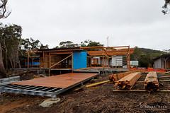 20150718-04-Lunchtime Creek Hut construction on Three Capes Track (Roger T Wong) Tags: winter building trek outdoors nationalpark construction walk australia hike huts tasmania np bushwalk tramp 2015 tasmanpeninsula capepillar sony1635 rogertwong sel1635z sonya7ii sonyilce7m2 sonyalpha7ii sonyfe1635mmf4zaosscarlzeissvariotessart
