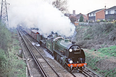 """Southern Railway Class S15 no. 828 piloting """"Sir Lamiel"""" slogging up to the Stoughton Road Bridge north of Guildford with the return leg of the """"Southern Mariner"""" excursion on April 1, 1995 (Mega Anorak) Tags: train railway rairoad steamlocomotive britishrailways southernrailway 828 s15 sirlamiel 30777 kingarthur n15 southernmariner guildford"""