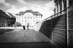 the fence (nicolasheinzelmann) Tags: light digital schweiz switzerland abend licht flickr mai sw bern bundeshaus schwarzweiss zaun schatten absperrung bundesplatz rx100 kompaktkamera nicolasheinzelmann sonyrx100 sonydscrx100 24mai2013