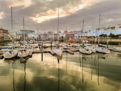 Feliz martes de nubes!!! La drsena de A Corua (Uxo R (Fuera de onda)) Tags: mar corua barcos galicia nwn darsena