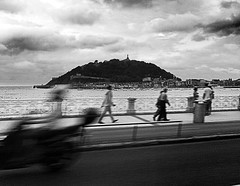 Donostia (ines valor) Tags: movimiento paseo concha sansebastian donostia motocicleta baha urgull