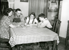 Wettach Collection SHSI #1313 (State Historical Research Centers of Iowa) Tags: family children farmers games iowa chinesecheckersunitedstates davidtwilliams