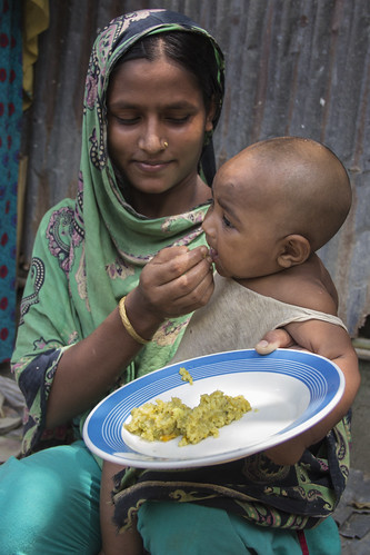 A woman feeds her baby in Rangpur, Bangladesh. Photo by Holly Holmes, 2013