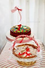 Detalles (Sol Z.B.) Tags: birthday red stilllife texture textura cake rojo pastel gifts canasta cumpleaos detalles torta recuerdos tarta regalos cesta regalitos basquet cintas lazos celebracincelebration