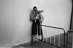 * (Sakulchai Sikitikul) Tags: street leica bw woman film 35mm thailand kodak trix streetphotography snap summicron 400 songkhla f2 ttl m6 asph hatyai 085