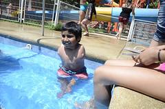 Paseo PAM en verano (Teletn) Tags: swimming disabled amputee noarms teleton armlesschild