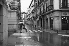 Barquillo (tonnoro) Tags: madrid lluvia mahou paraguas bares chueca barquillo