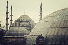 Sultan Ahmet Cami | Istanbul, Turkey, March 2014 (Sebastien BERTRAND) Tags: city canon turkey istanbul turquie streetphoto ville sultanahmetcami sultanahmetcamii photoderue mosquéebleue istanboul eos40d canon40d fotomato sebfotomato sébastienbertrand sebastienbertrand