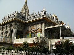 Pareshnath Jain Temple, north-east of Kolkata, India (Achilli Family | Journeys) Tags: india temple kolkata jain calcutta pareshnath