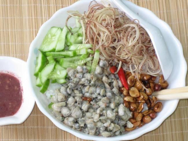 Nha-hang-Mon-Hue-Ba-Thang-Hai-2