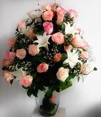 """""""Después de las MUJERES, las FLORES son las creaciones más divinas""""  (Christian Dior) MARZO 08 Día Internacional de la #Mujer"""