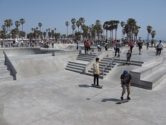 Venice - Happy Life #4 (escailler arthur) Tags: life california venice light sky people usa sun beach colors america photography us sand unitedstatesofamerica northamerica venicebeach canonpowershot vancayzeele photooliviermai2012