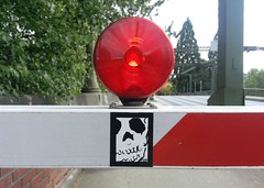 gatekeeper (slundeen) Tags: seattle bridge warning skull gate stop drawbridge gatekeeper montlake warninglight slaptag montlakebridge flashinglight montlakecut